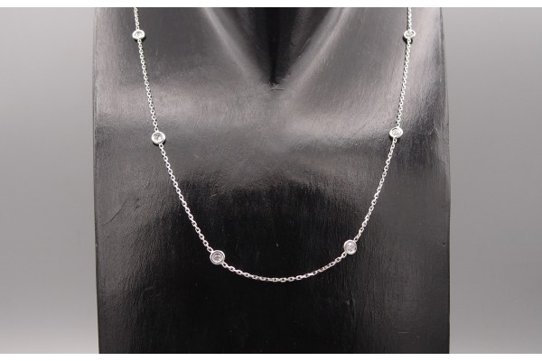 Collier diamants sertissures or gris ,0.60 ct.