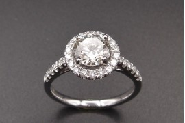 Bague solitaire Diamant 1.11 ct .  I / VS2 certificat HRD + entourage bts