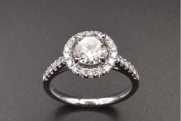 Bague solitaire Diamant 1.11 ct .  I / VS2 certificat HRD entourage bts