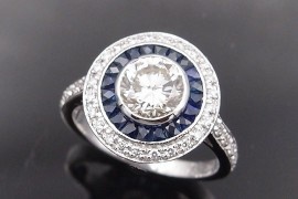 Bague solitaire Diamant 1.14 ct .  J / VS1 certificat HRD entourage saphirs calibrés et diamants